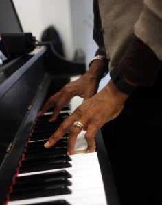 """Lenora Helm Hammonds at the keyboard in her class """"Composing Arranging and Song Writing in the Global Network."""" Photo by Kimane Darden / Echo photo editor"""