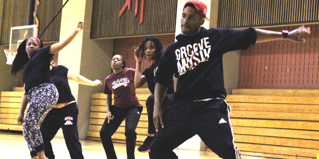 Dance professional Andre Keith, a member of the Atlanta-based dance group Groove 2 Musik, leads a workshop for students. Photo by Tia Mitchell / Echo A&E editor